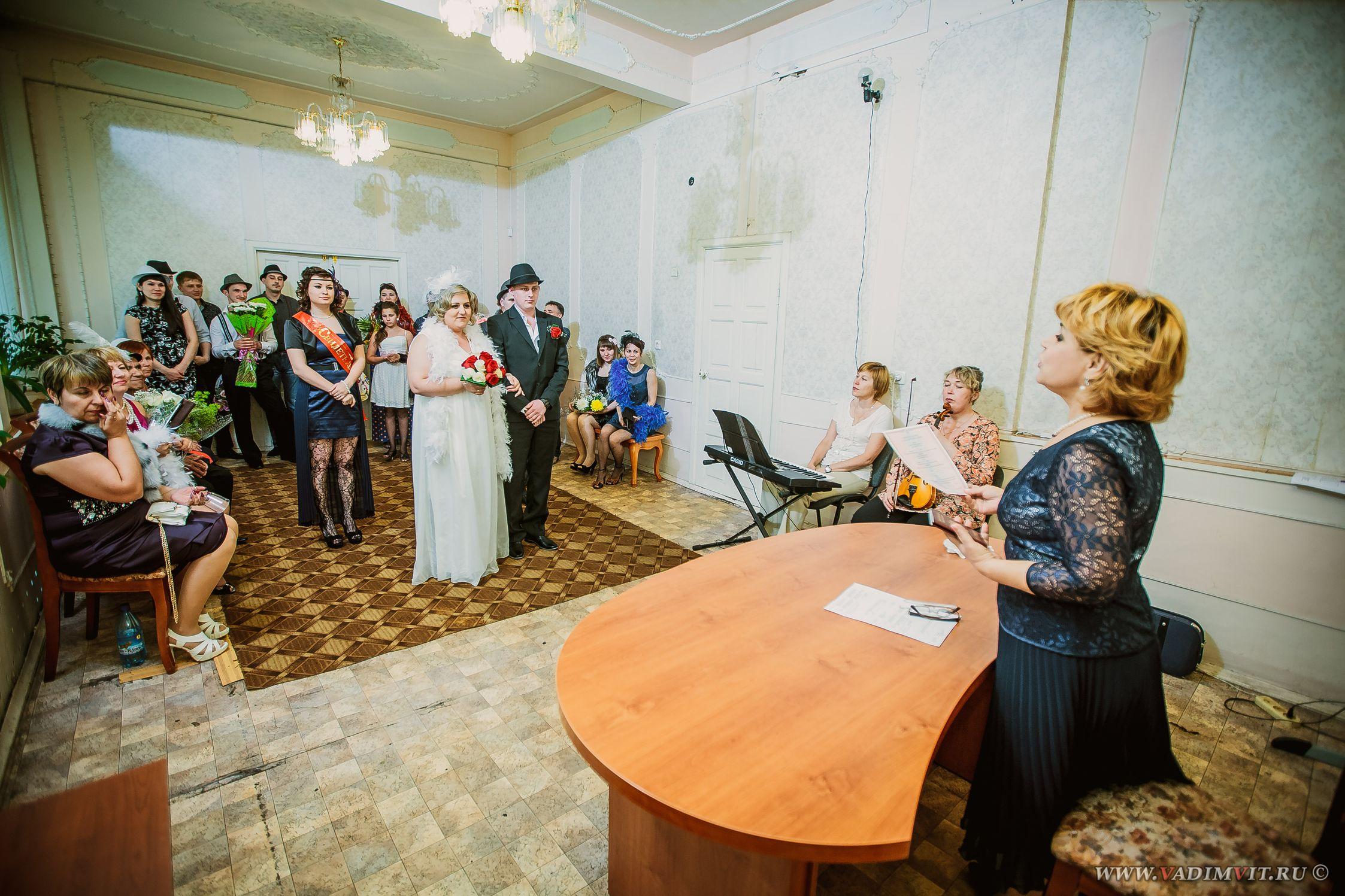 Стол регистрации в зале. ЗАГС Свердловского района Красноярска