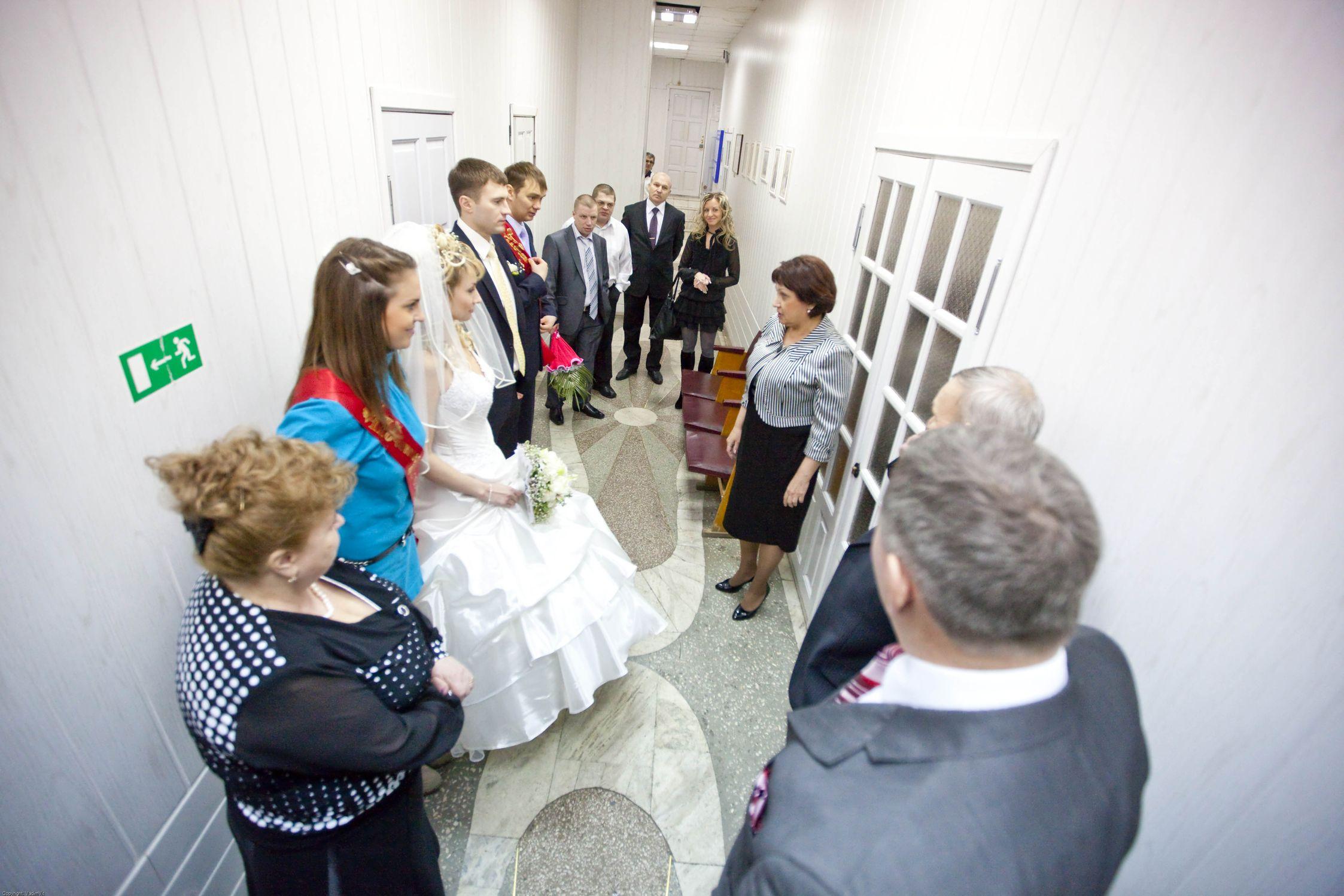 Комната ожидания и вход в зал торжественных обрядов. ЗАГС Ленинского района
