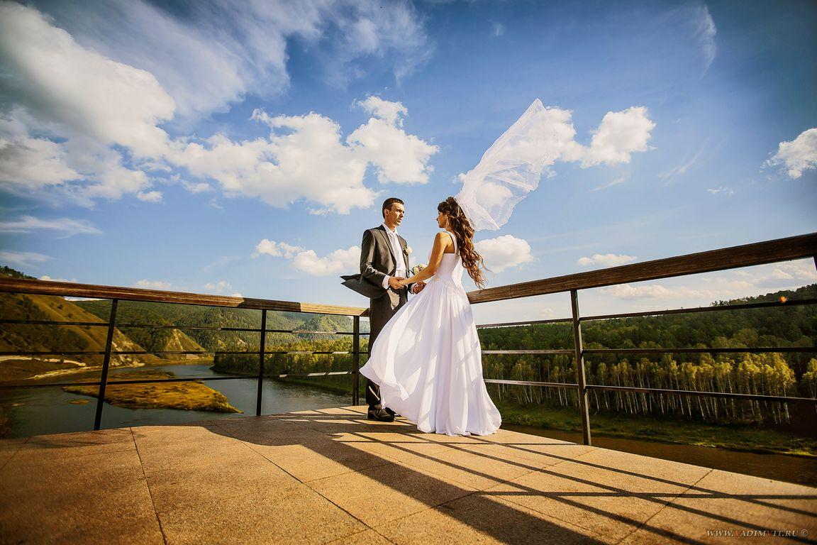 Открытая площадка с видом на реку. Санаторий Манский плес. Свадебный фотограф Вадим Витчинкин