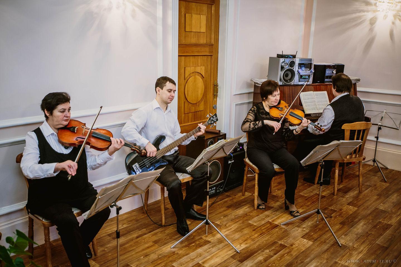 Музыканты в красноярском Дворце бракосочетания